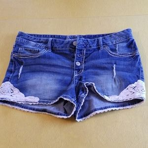 Amethyst short shorts with lace knit accent